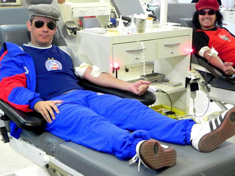 people-donating-blood-to-restore-jersey-red-stripes-for-brazillian-football-club-ec-vitoria-1.jpg